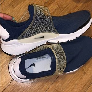 Woman's Nike Shoes (New)
